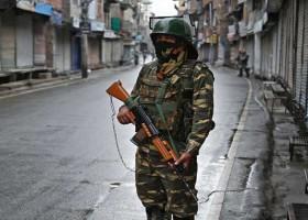 কাশ্মিরে ভারতীয় নিরাপত্তা বাহিনীর এক সদস্য