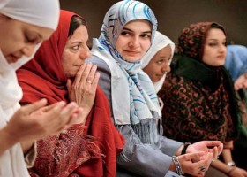 যেভাবে সম্ভ্রম বাঁচাতে পারেন মুসলিম নারীরা