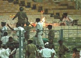 ১৯৯৬ সালের বিশ্বকাপে কোলকাতার ইডেন গার্ডেনে দাঙ্গার চিত্র